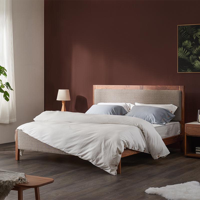 「细砾床」实木软包床简约小户型主卧床1.5米1.8胡桃木双人床